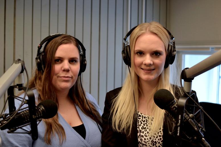 Mordpodden programledarna i studion